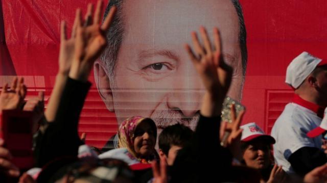 Una victoria minoritaria muestra como Turquía se encuentra dividida en dos bandos Vía elconfidencial.com