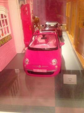 Coche de Barbie Vía Twitter @aleCominges