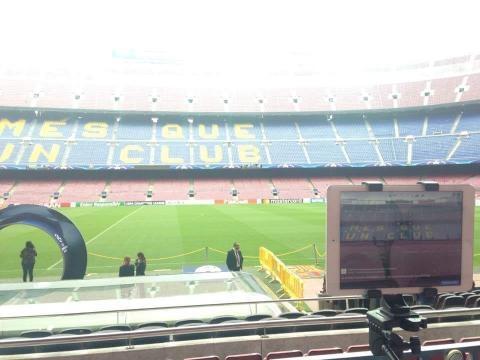 Il Camp Nou è pronto, come da tradizione il pubblico entrerà all'ultimo istante.