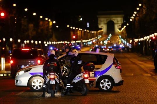 Attentato a Parigi, attacco a colpi di kalashnikov sugli Champs ... - today.it