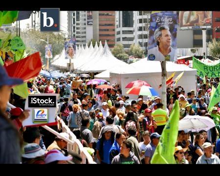 El público ecuatoriano en la fiesta de despedida de Rafael Correa y aclamación de Lenín Moreno