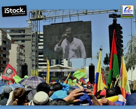 Las leds gigantes permiten ver a todos los presentes en la Av. de los Shyris la intervención de Rafael Correa