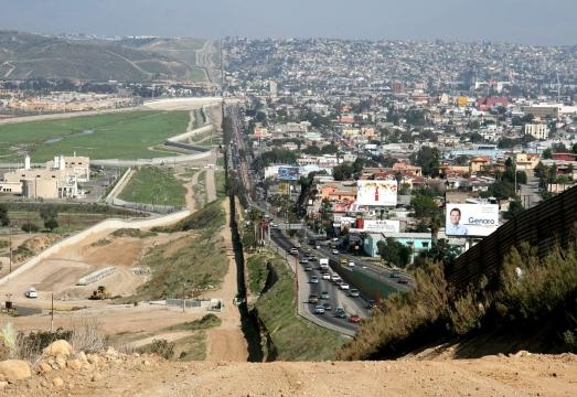 On the left: the American city of San Diego; on the right: the Mexican city of Tijuana / Photo creative commons via Wikipedia