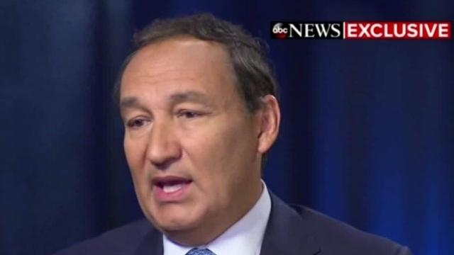 United Airlines CEO Oscar Munoz won't be promoted to chairman ... - cnn.com