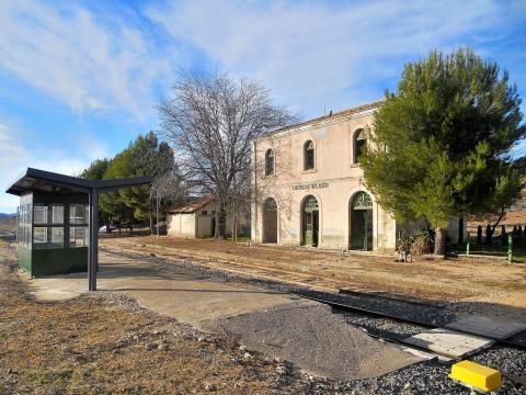Estación de Cuevas de Velasco, en la línea Madrid - Cuenca - Valencia, dejada de lado por las administraciones