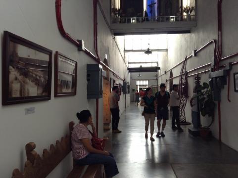 Exposición de fotografías con vista al pasado del recinto ahora transformado para el arte.