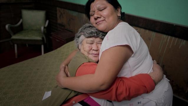 A sus 80 años Raquel aun alberga la esperanza de un amor verdadero. Foto: Maya Goded