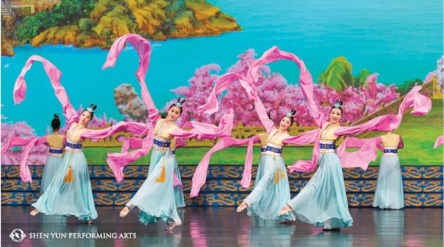 'Imperial Dance from the Tang Dynasty.' Photo: Courtesy of Shen Yun Performing Arts, used with permission.