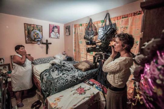 Maya Goded durante el rodaje del documental Calle de La Soledad. Foto: Imcine