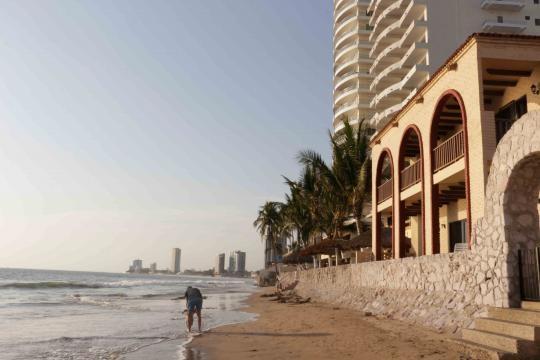 El lado opuesto de la bahía o la zona dorada de Mazatlán.