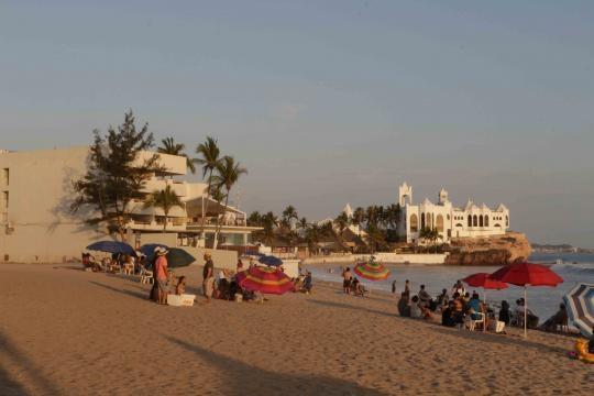 El último predio que conecta la vía pública con la playa en Mazatlán.
