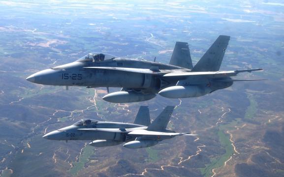 Pareja de cazas F-18. En vuelo a Estonia.