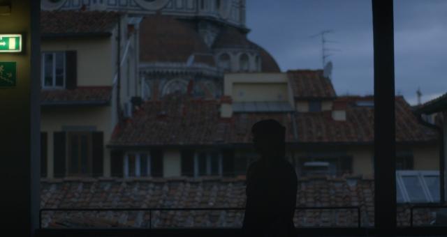 Una scena del cortometraggio Offline