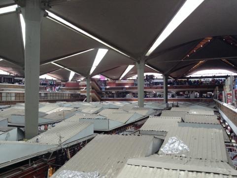 Vista del mega mercado de productos regionales en Guadalajara.