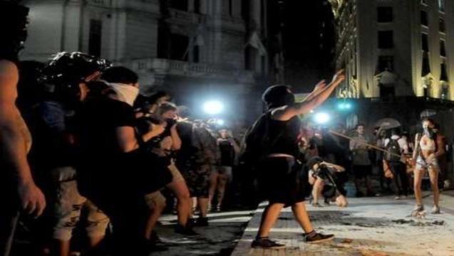 Represión policial, heridas y detenidas tras la marcha del #8M - contratapaweb.com