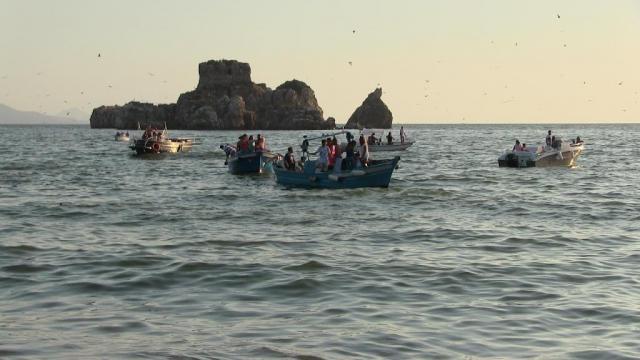 Primavera nel golfo di Napoli tra le barche dei pescatori.