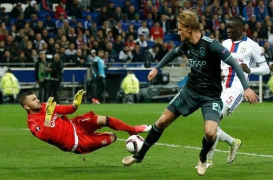 El Ajax contó con el gol del Dolberg de visita para pasar a la final. The Sun.co.uk.