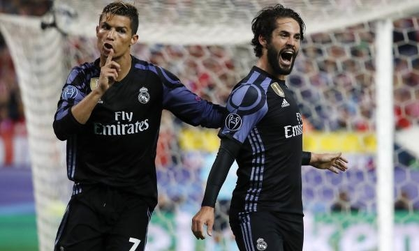 Isco and Ronaldo celebrate after scoring their all time important away goal. - Angel Martinez. Real Madrid.GIm