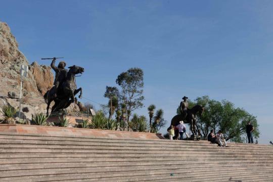 En el Cerro de la Bufa el Centauro del Norte nos recuerda la Revolución Mexicana.