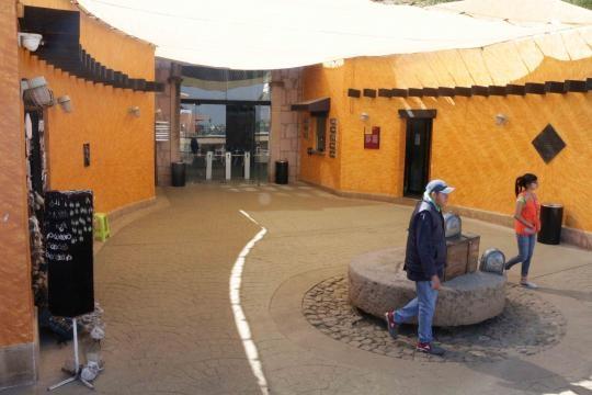 Entrada al museo en la mina al interior del Cerro del Grillo.
