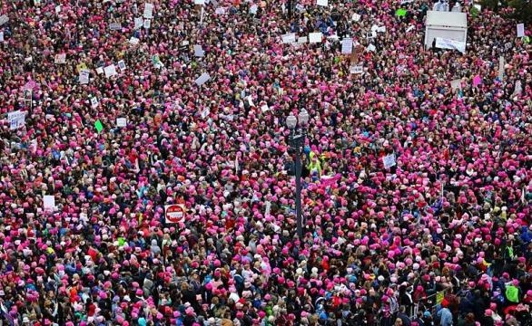 View of the Women's March on Washington from the roof of the Voice of America building in Washington, D.C. / Photo public domain Wikipedia