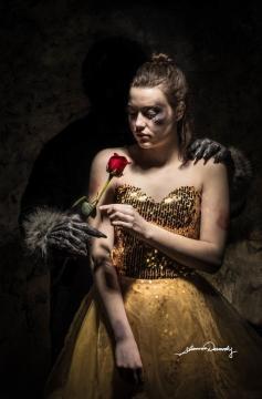 Bella, de La Bella y la Bestia (vía Google - Shannon Dermody)