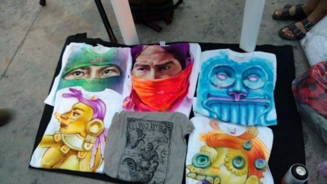 Arte en camisetas a cargo de Mestizo Color de la Tierra. Foto: Karla Garza.