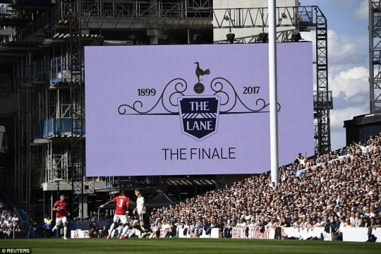 There wasn't a dry eye in the house as Spurs played at White Hart Lane for the final time (via - dailymail.co.uk)