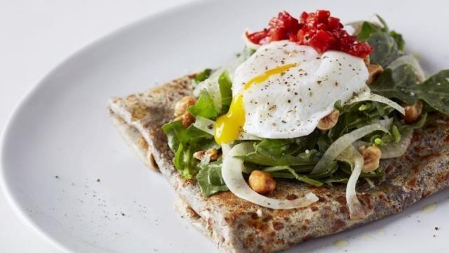 O menu possui pratos que vão desde os doces recheados, mergulhados ou cobertos com Nutella, aos salgados como os paninis, as saladas e as sopas.