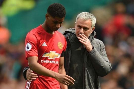 United coach Mourinho talking to Stricker Marcus Rashford - @ntvkenya