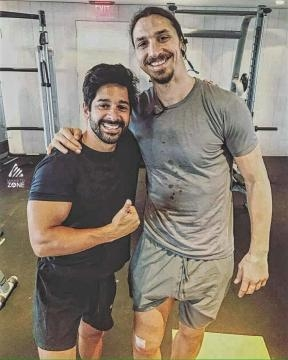 Zlatan in the gym after his knee injury - @allfootballlive