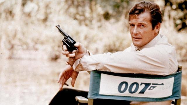 Former James Bond actor Roger Moore dies, aged 89 | TRT World - trtworld.com