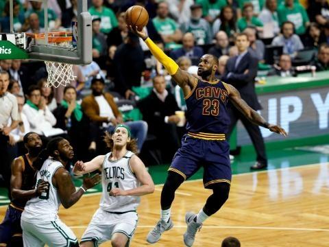 LeBron James passes Michael Jordan as NBA's all-time playoff ... - f3nws.com