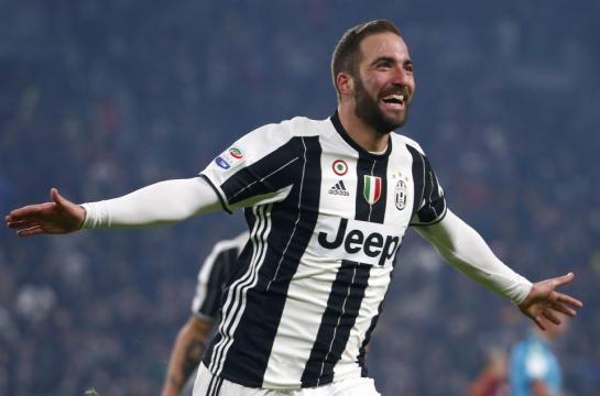 Gonzalo Higuaín entre la Juventus y el Real Madrid.