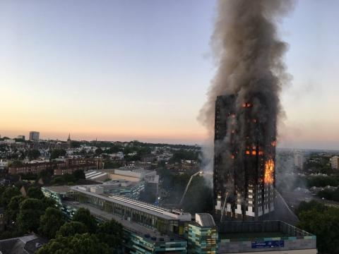 Grenfell Tower fire / Image by Natalie Oxford via Twitter:https://en.wikipedia.org/wiki/File:Grenfell_Tower_fire_(wider_view).jpg | CC BY 4.0