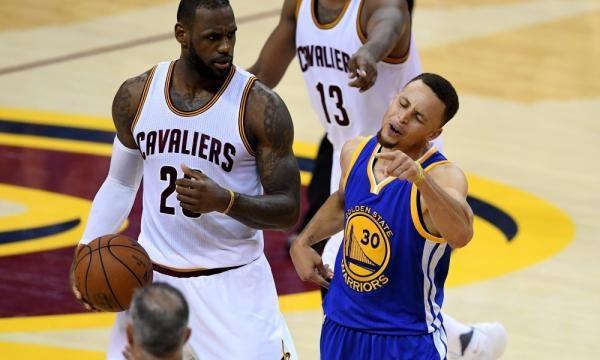 LeBron James, el rey de puntos en playoffs, contra Stephen Curry, el mejor de la historia de los Warriors.