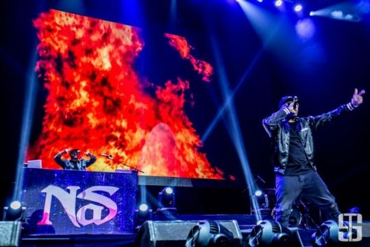 Nas performing on Stage - axs.com