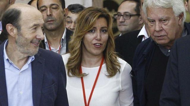Los barones y ex presidentes arropan a Susana Díaz.