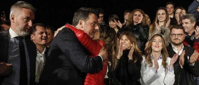 Il segretario Matteo Renzi dopo la vittoria alle primarie PD