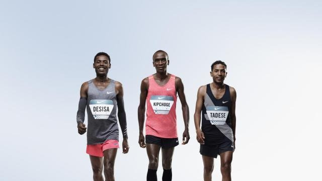 The Nike team, in the middle Eliud Kipchoge (Kenya), on his right Zersenay Tadese (Eritria) and Lelisa Desisa (Ethiopia) - news.nike.com