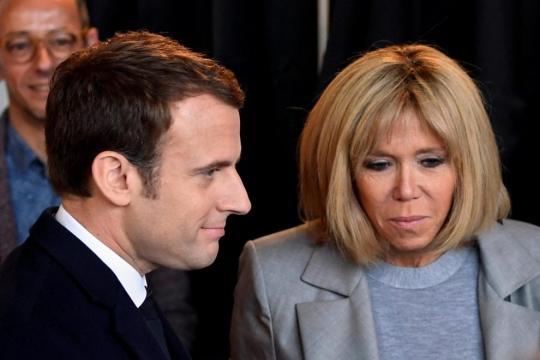 Brigitte Macron: l'età non conta (via ilfattoquotidiano.it)