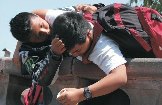 Tres adolescentes fueron detenidos por extorsionar a compañero de ... - elmismopais.com