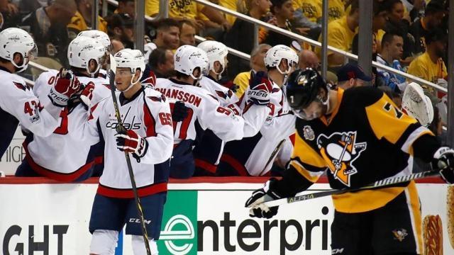 Los Capitals están a un juego de regresar de un hoyo de 3-1 en contra de los actuales campeones Penguins. NHL.com.