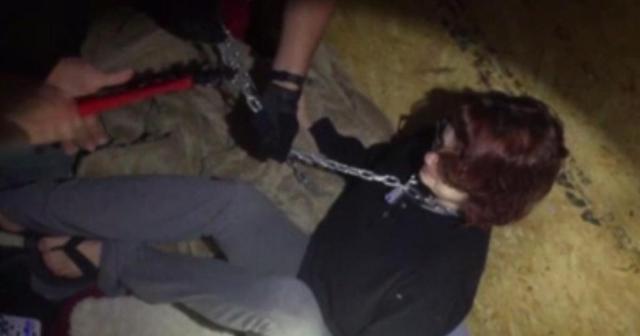 Vídeo mostra o momento em que Kala Brown é libertada de um contêiner onde estava presa