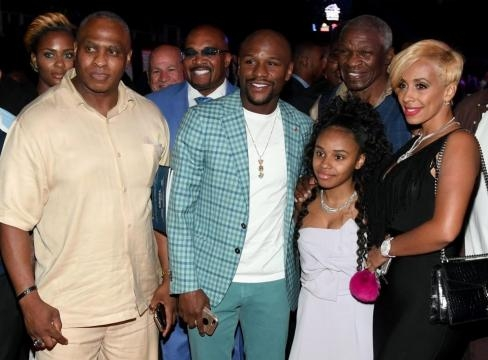 Floyd Mayweather with members of his family ... - thesun.co.uk
