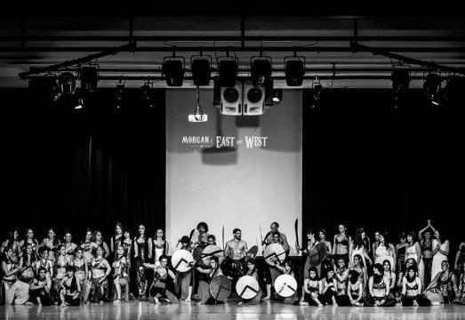 Foto grupal de los bailarines de Morgan East & West