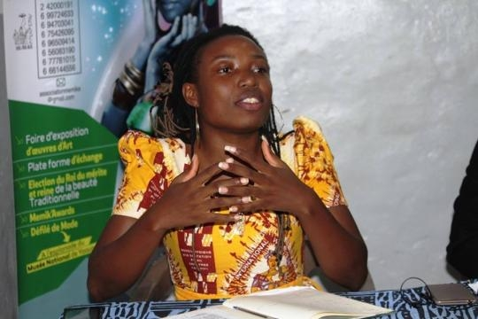 La journaliste et modératrice Larissa Ndjakomo