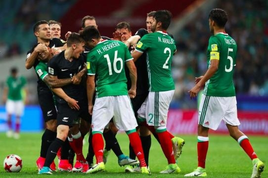 Players from both teams involved in skirmish 3 players got yellow cards - beinsports.com