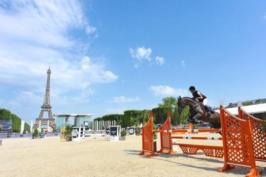 Charlotte Casiraghi en photos - Fidèle au poste au Longines Paris ... - parismatch.com