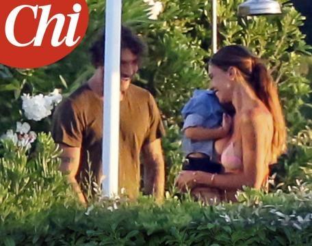 Gossip: Belen e Stefano paparazzati insieme a Ibiza, Iannone sta a guardare.